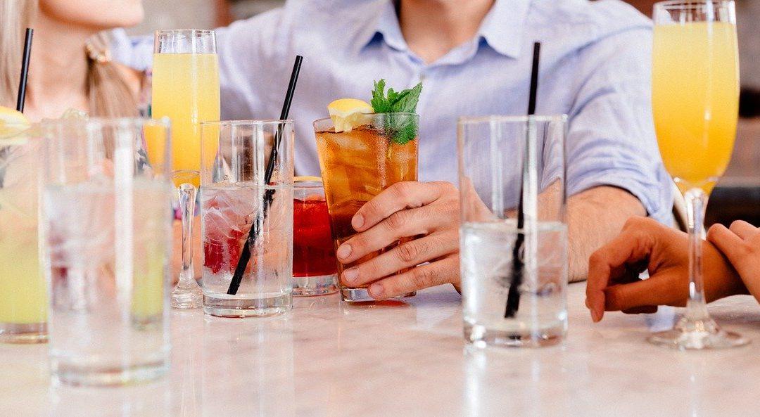 7 boissons classiques à commander dans un bar